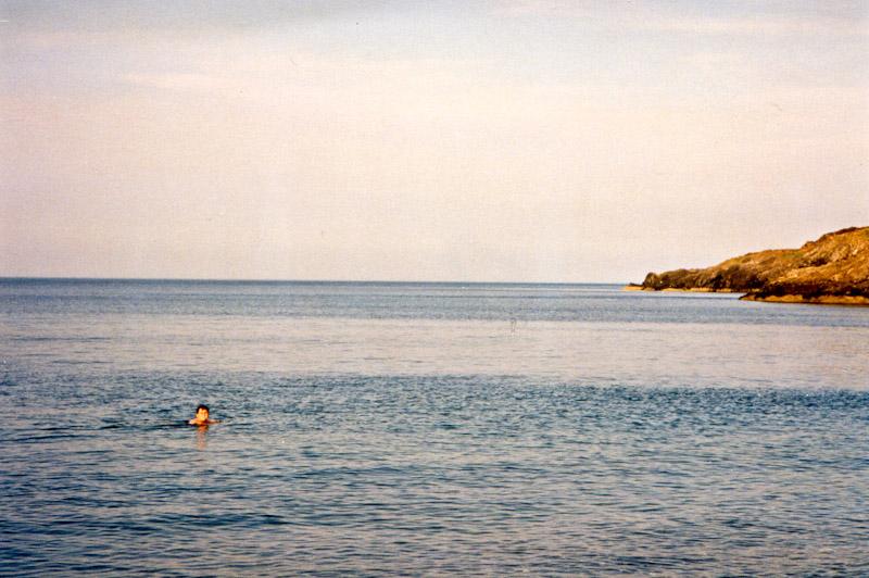 Schwimmen im Meer trotz kaltem Wasser